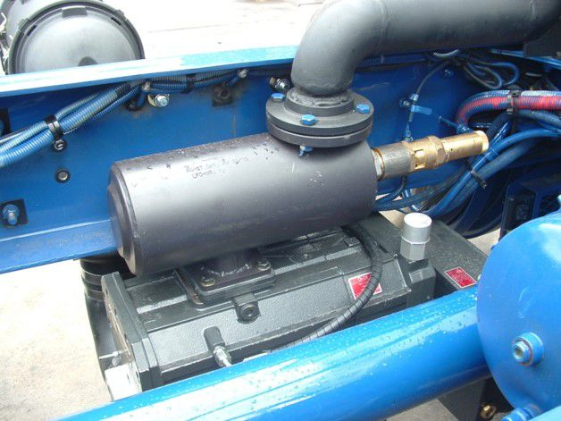 Installation of SiloKing compressor in the tractor chassis 2